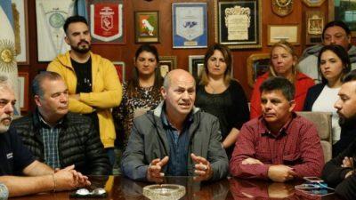 El intendente de Ensenada rompió la alcancía y anunció un bono récord de 32 mil pesos para los municipales