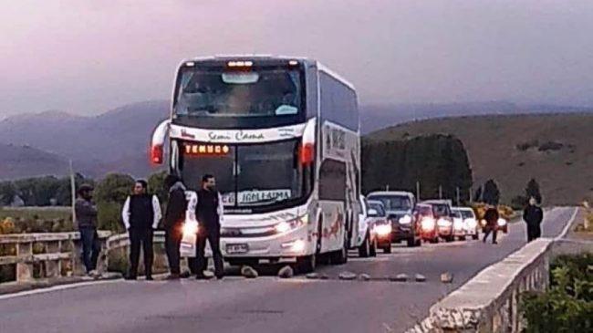 Municipales de Junín de los Andes dialogaron con el intendente y levantaron el corte de ruta