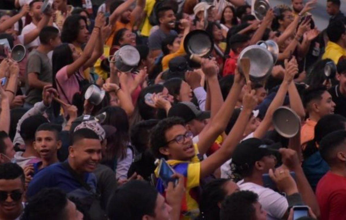 Colombia: Cacerolazos, desmanes e intentos de saqueo