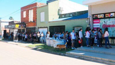 Gualeguaychú: Cerca de 300 personas se presentaron para cubrir dos puestos de trabajo