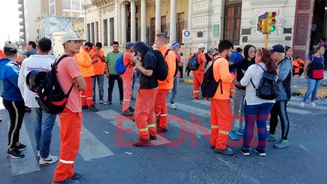 Trabajadores protestaron en la Municipalidad de Paraná por la no renovación de contratos