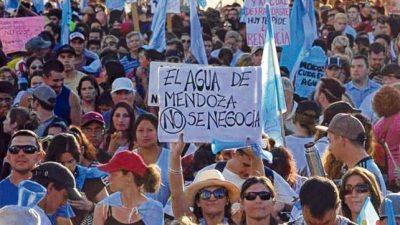 Mendoza suspende la reforma de la ley de minería que afectaba el agua