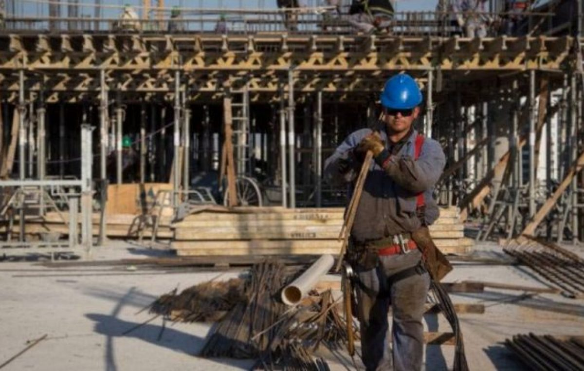 Constructores bonaerenses aseguran que hay más de 100 mil puestos de trabajo en riesgo