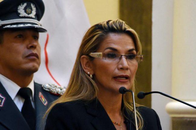 La presidenta de facto de Bolivia, Jeanine Áñez, pidió la renuncia de todo su gabinete
