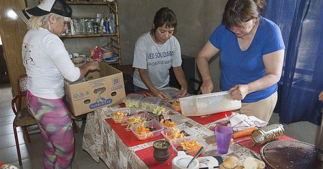 Bariloche: La Olla Ambulante lleva el almuerzo al Vertedero, realidad que moviliza y duele