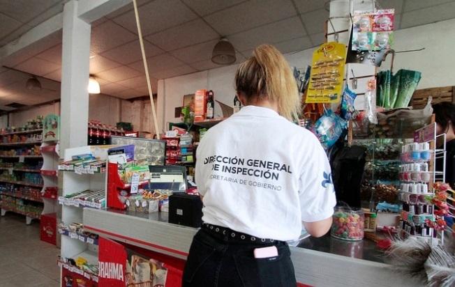 Miserables: maltrato y estafa de un supermercado a los usuarios de la tarjeta Alimentar