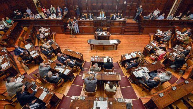 Mendoza: Obras para las comunas, la clave para que el PJ apruebe endeudamiento