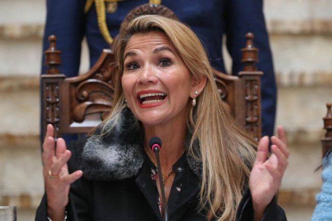 Luz verde a la ampliación del mandato de Jeanine Añez