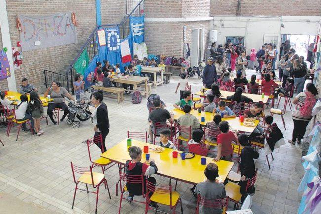 Los movimientos sociales denuncian que el gobierno porteño no brinda asistencia a sus comedores