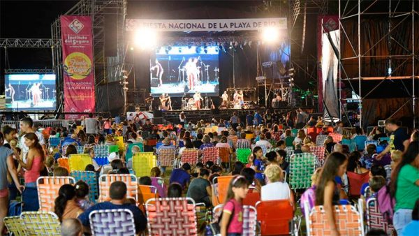 Comenzó la Fiesta Nacional de la Playa de Río en Concepción del Uruguay