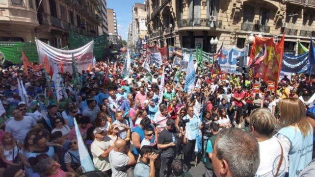 Rosario: Masiva marcha local en repudio a la misión del FMI