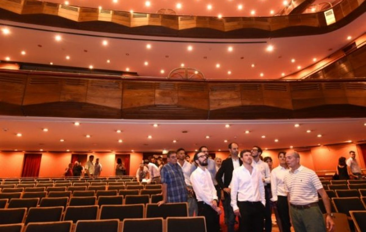"""Kicillof puso primera para reflotar el Teatro Argentino, el """"elefante gris"""" que le dejó Vidal"""