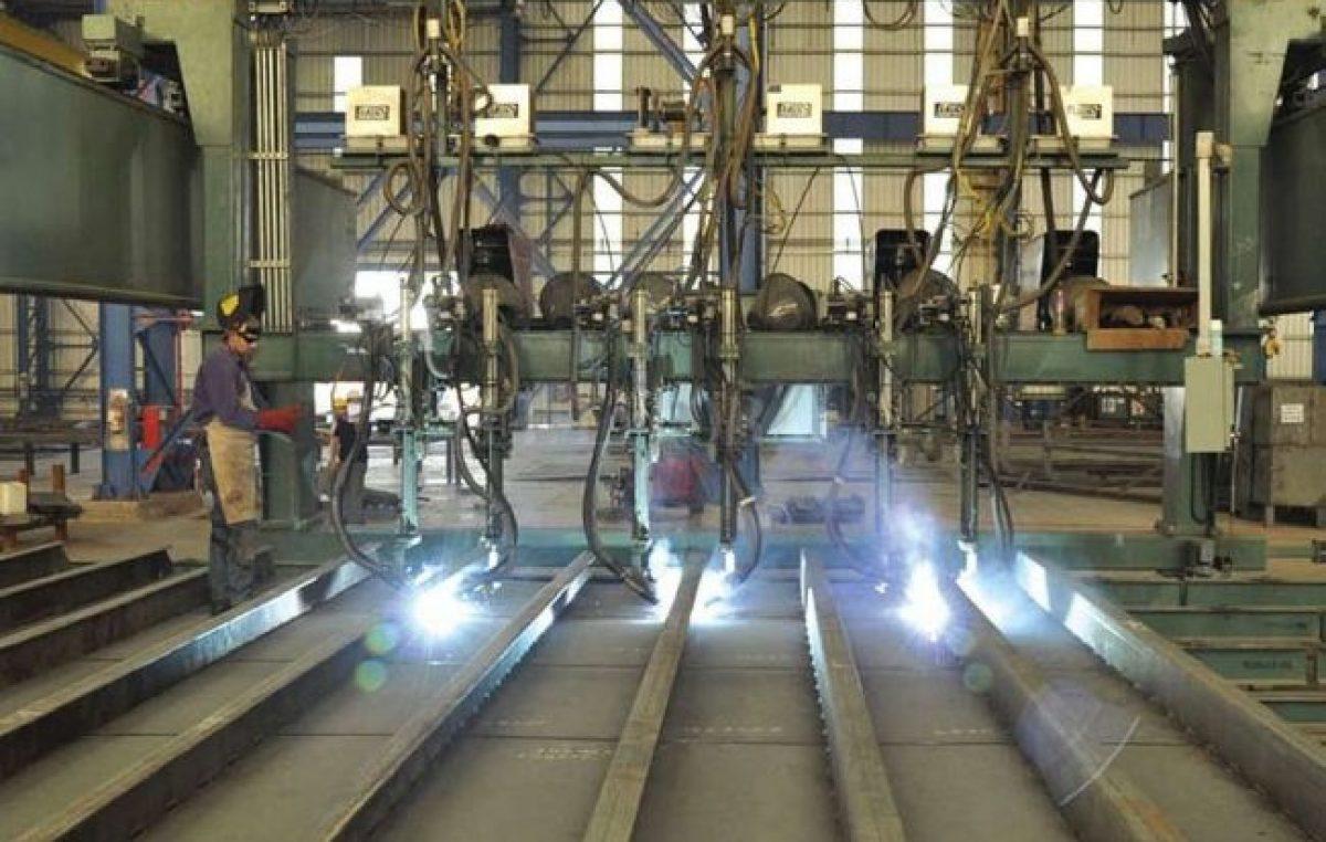 Tras dos años de contracción la producción industrial creció 4,8%