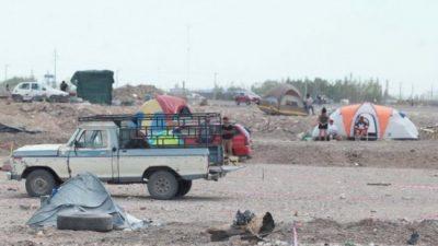 Tomas en Neuquén: «Vienen tres familias cada hora»