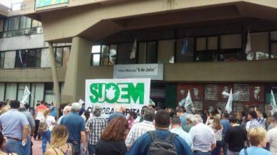 Municipales de Córdoba sostienen asambleas y resienten atención