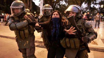Noche de protestas y represión en una Viña del Mar blindada