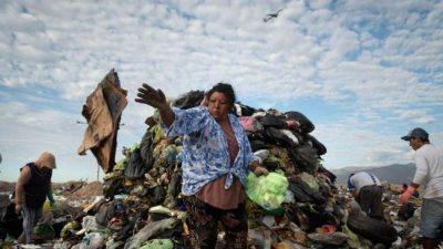Vivir gracias a la basura: historiasde los que trabajan en El Borbollón