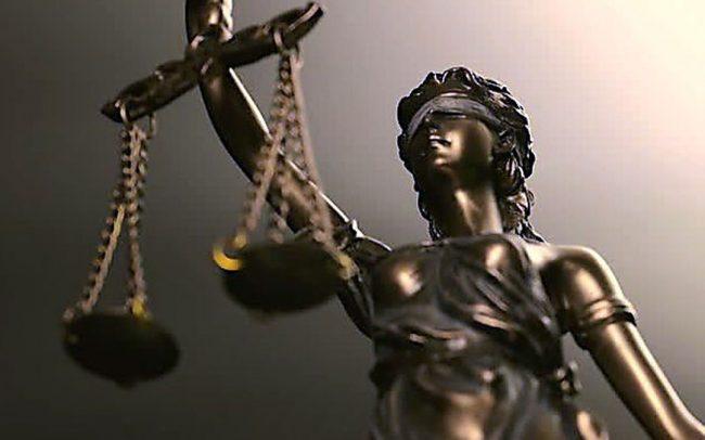 Son la Constitución y la Justicia, estúpidos