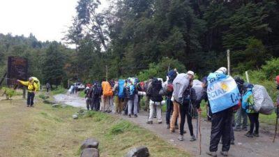 Lago Escondido: comenzó la 5º Marcha por la Soberanía del lugar que cercó Joe Lewis
