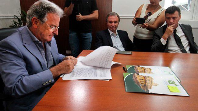 La provincia de Entre Ríos firmó convenios de transporte con seis municipios