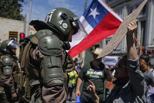 """Piñera denunció """"demasiada violencia"""" en Chile y carabineros reforzó su operativo policial"""