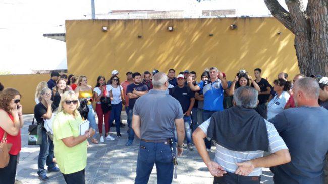 Protesta de empleados municipales en Río Ceballos
