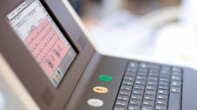 El Gobierno nacional recuperó más de 30 electrocardiógrafos abandonados en un depósito