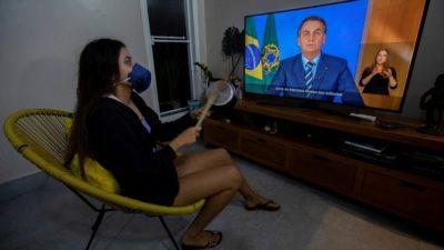 Bolsonaro dice que Brasil puede «salir de la normalidad democrática»