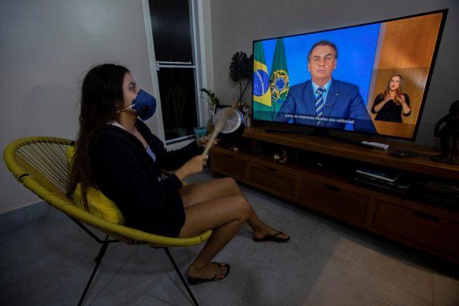 """Bolsonaro dice que Brasil puede """"salir de la normalidad democrática"""""""