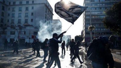 Otra noche de protestas y represión en Chile