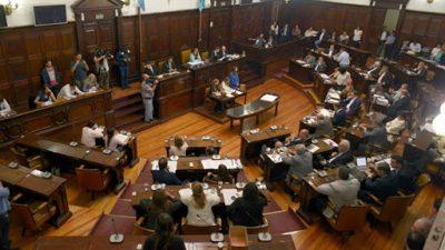 Mendoza: Amigos e hijos del poder que figuran como»asesores» de los senadores