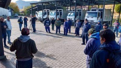 Recolectores de residuos en Esquel reclaman pago de un «plus» por la pandemia y ropa de trabajo
