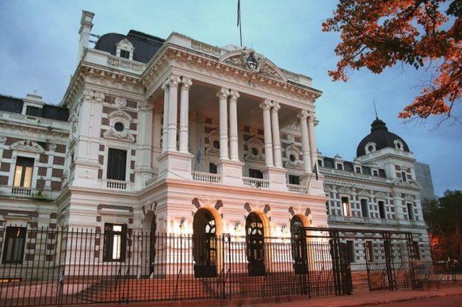La Provincia de Buenos Aires espera una caída de 40 puntos en la recaudación y preocupa a los municipios
