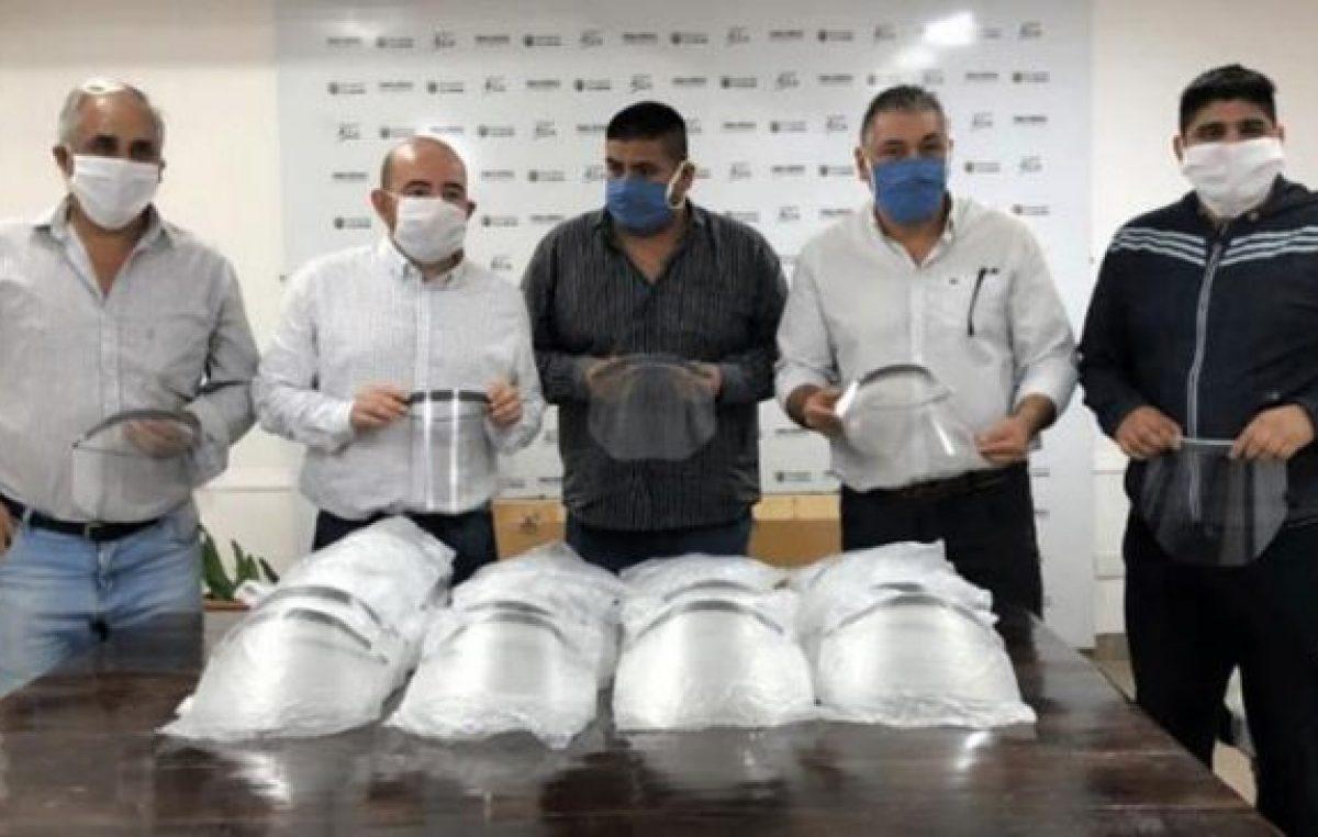 Comerciantes donaron 300 protectores faciales a empleados municipales bandeños