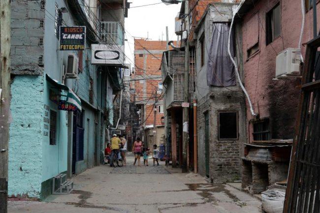 Sin acceso a Internet, la educación en cuarentena no llega a las villas porteñas