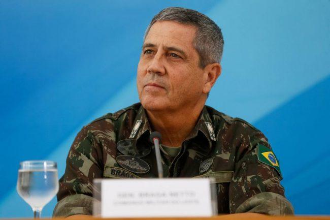 Bolsonaro no pudo echar a su ministro de Salud por el veto militar