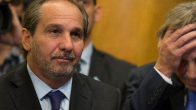 Caputo, el «hermano del alma» de Macri, cesanteó a 740 empleados