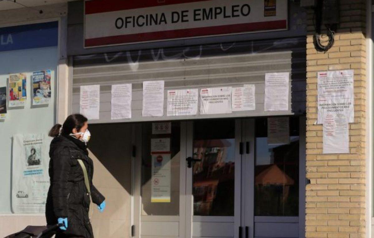 España pierde 900 mil empleos en un mes