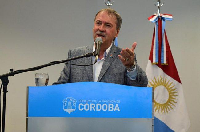 El gobernador de Córdoba anunció que eximirá a los municipios del pago de deuda por cuatro meses