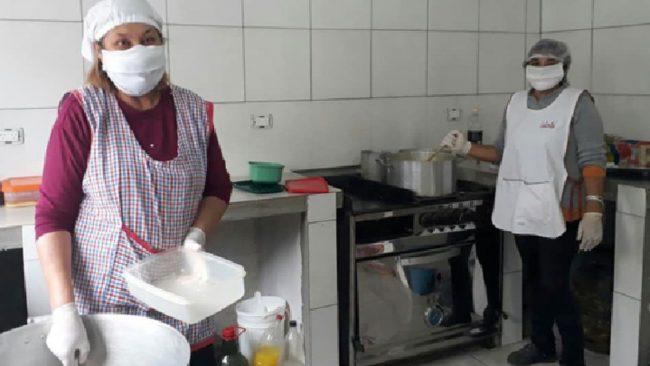 En Olaeta, entregan unas 80 viandas diarias a familias vulnerables