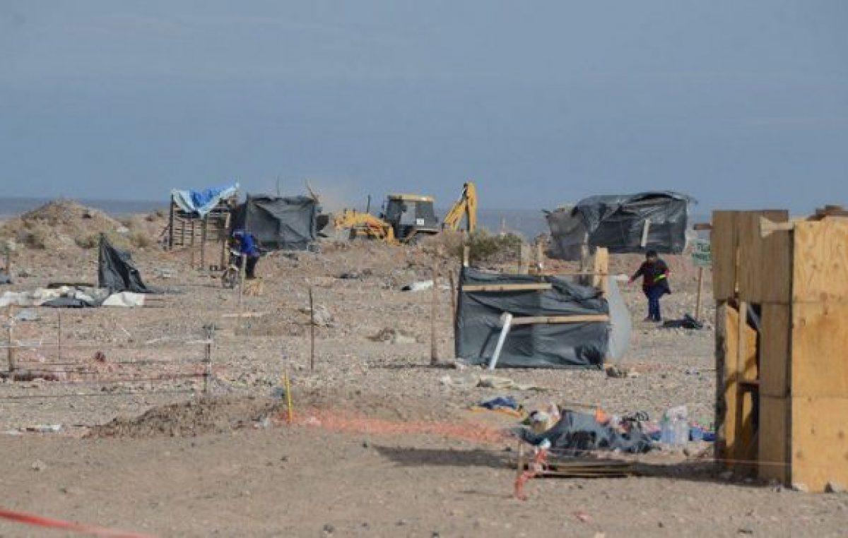 Otras 350 familias neuquinas dejan la toma de Casimiro
