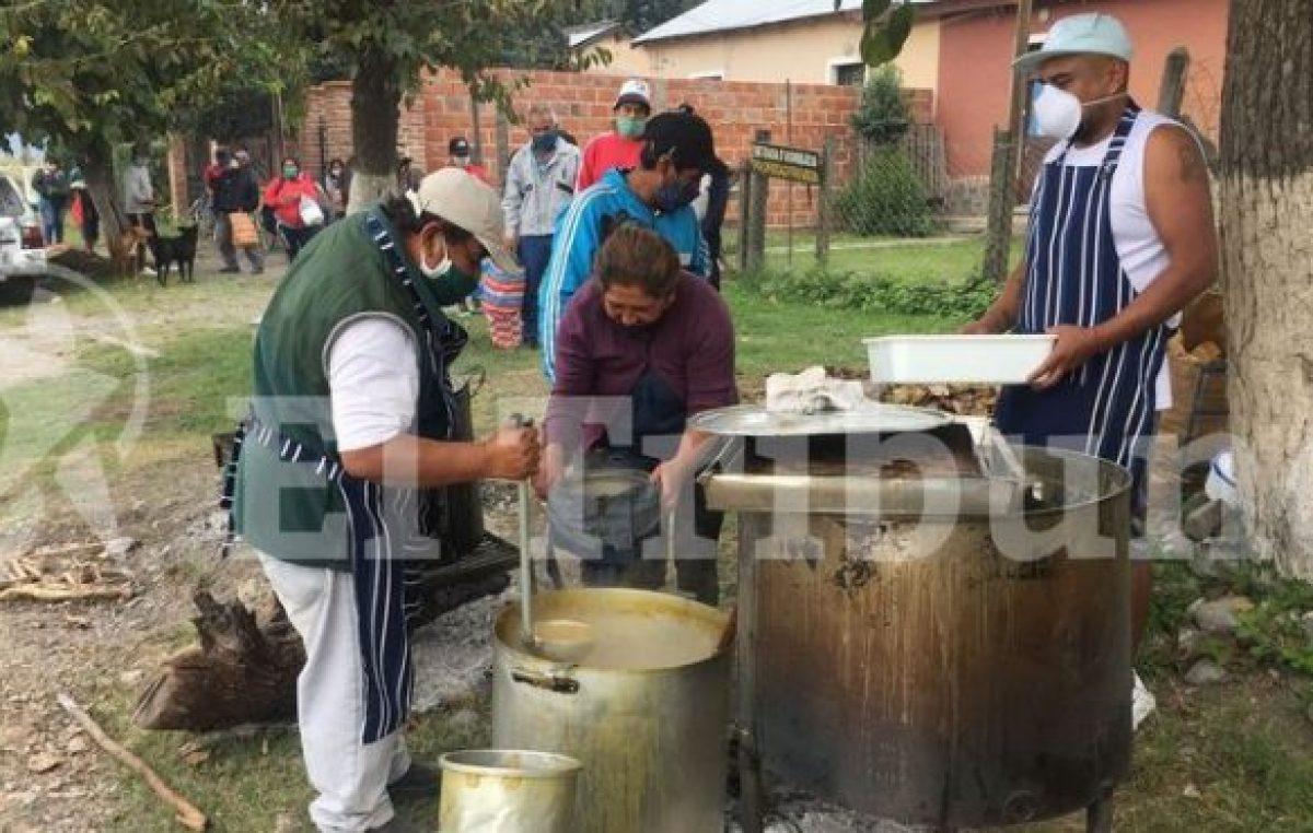 Quijano: vecinos solidarios cocinan y entregan comida a los necesitados
