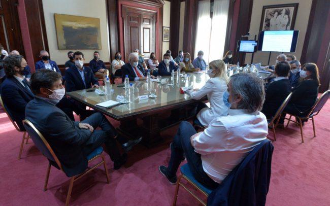 Kicillof y Cafiero encabezaron reunión para reforzar la asistencia a los barrios populares bonaerenses
