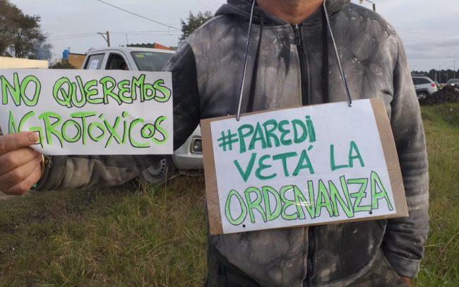 Mar Chiquita: Paredi no vetará la ordenanza que habilita a fumigar a 150 metros y hay polémica