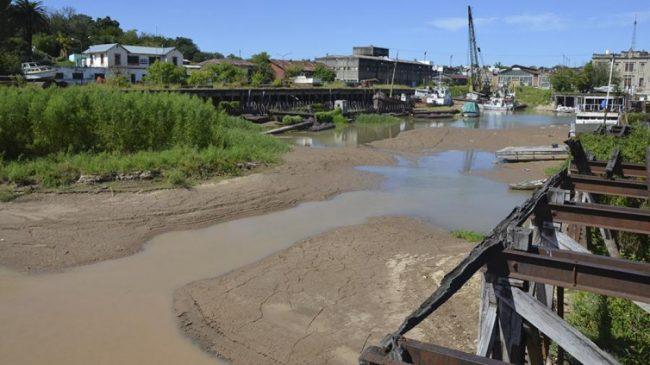 La bajante extraordinaria del río Paraná deja una estela de destrucción, alerta un experto