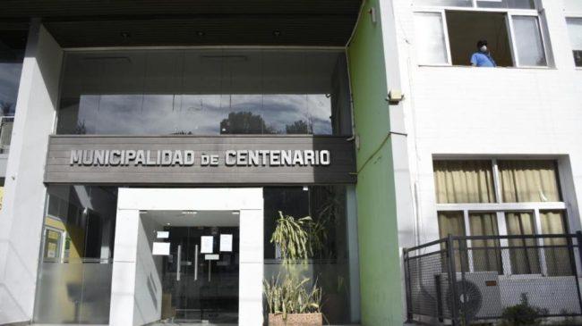 Marcha de municipales de Centenario en contra de la reestructuración salarial