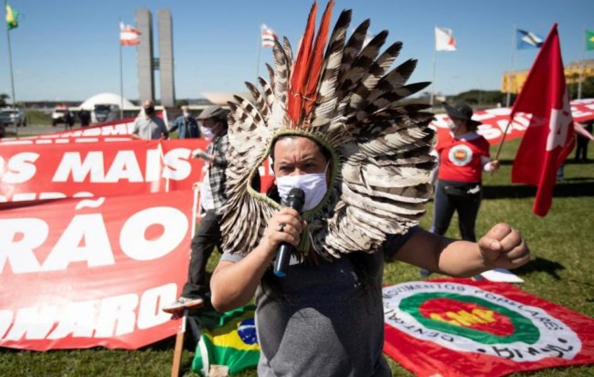 El PT, organizaciones sociales y juristas piden un impeachment contra Bolsonaro