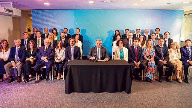 El gabinete nacional, cerca de la paridad de género