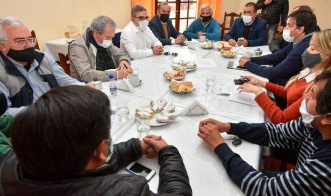 El gobernador de Catamarca ayudará al municipio y garantizará a los trabajadores el Salario Mínimo Vital y Móvil