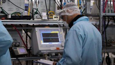 En Córdoba, se pasó de fabricar 30 respiradores a 1.100 al mes